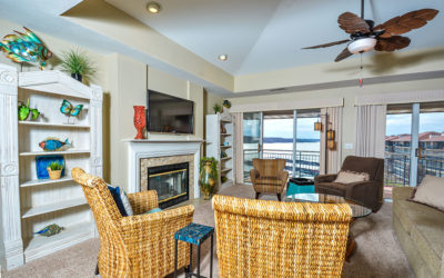 Palisades Top Floor 3 Suite Luxury Condo next to the Pool, Screened-Deck, Wi-Fi!
