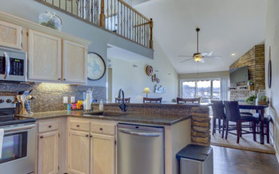 Ledges 4BR Condo – Top Floor by just 4 steps! Beach, Boat Docks, Pools, Wi-Fi!